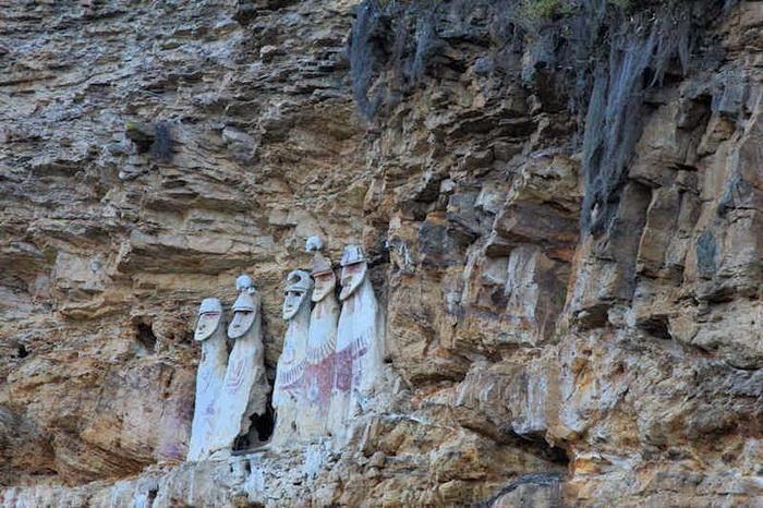 Древнейшие саркофаги в Перу