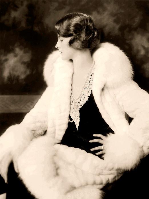 Дороти Кнапп, первая женщина, подписавшая контракт с NBC