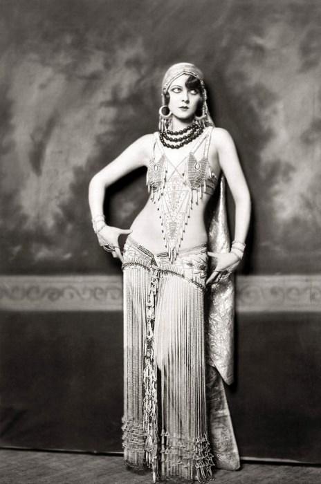 Актриса из шоу Зигфелда