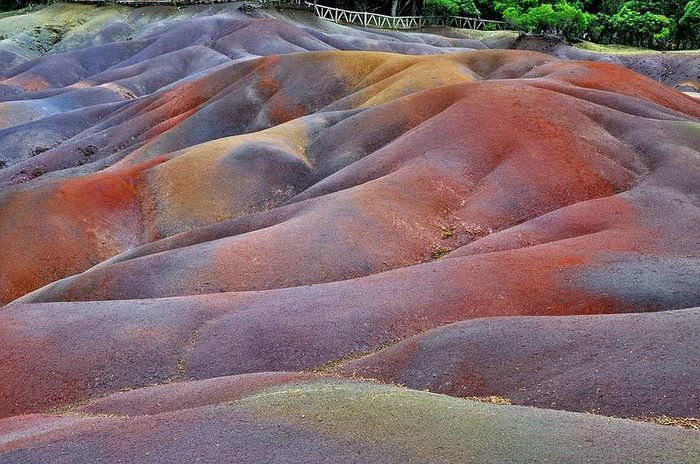 Разноцветные дюны на острове Маврикия
