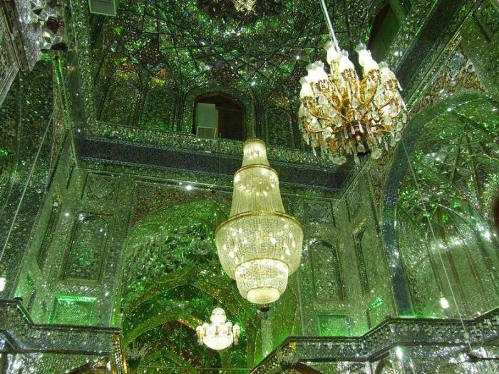 Внутреннее убранство мавзолея Шах-Черах