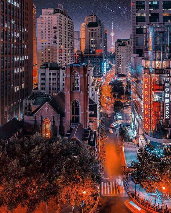 Оживленные ночные улицы.