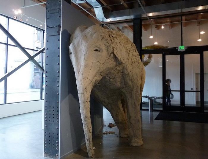 Скульптура африканского слона от Shay Church