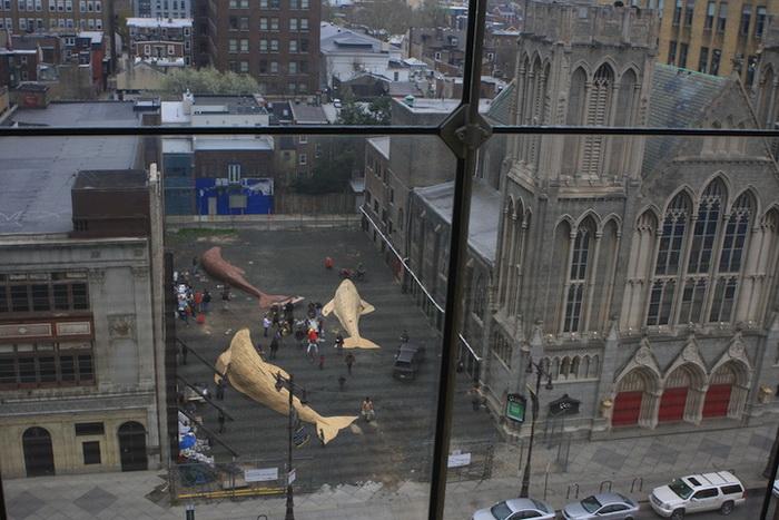 Скульптуры китов на улицах Филадельфии