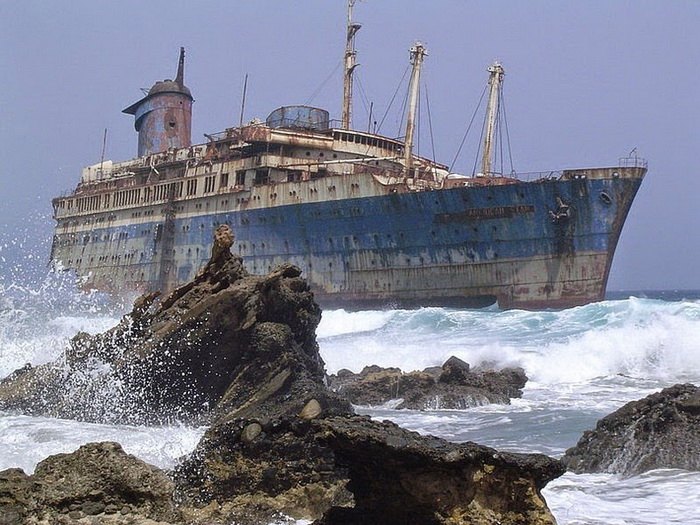 Затонувший океанский лайнер «SS America»