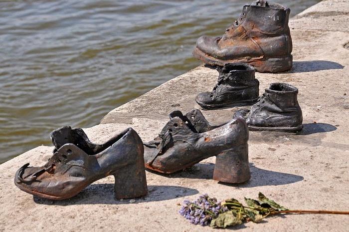 Мемориал в память о жертвах Холокоста