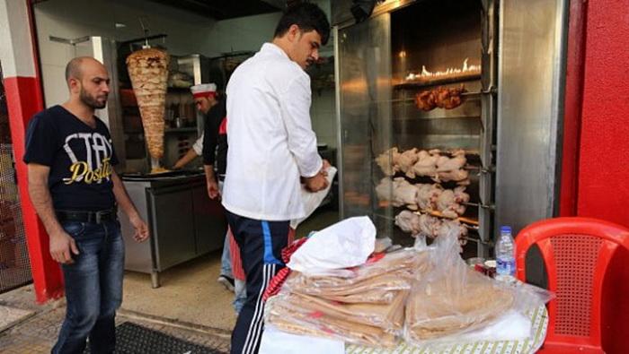 Абдул Халим аль-Аттар стал работодателем для еще 16 сирийских беженцев.