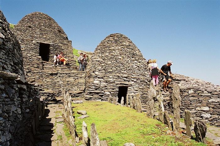 Сегодня в монастырь приходят не только паломники, но и туристы
