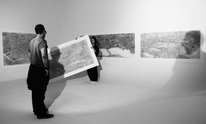 Выставка работ Карла Лавиа.