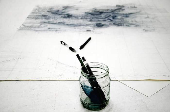 Все рисунки созданы простыми шариковыми ручками.