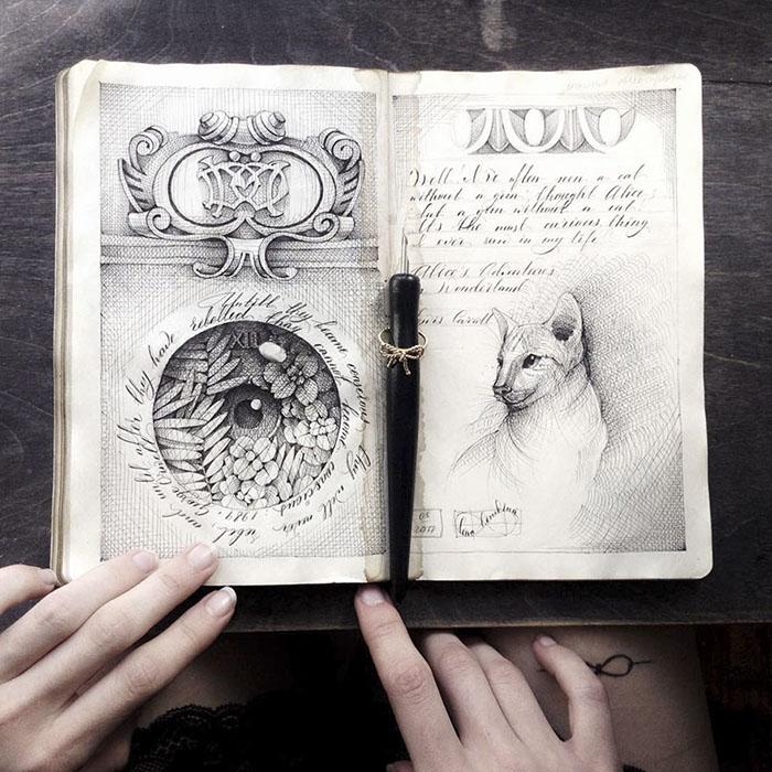 Рисунки в скетчбуке выглядят так, будто они создны несколько веков назад.