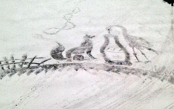 Лиса и журавль: рисунок на снегу от Семена Бухарина