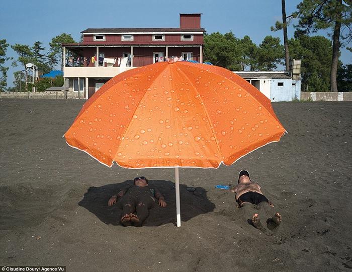 Магнитный песок на пляже санатория *Колхида*.