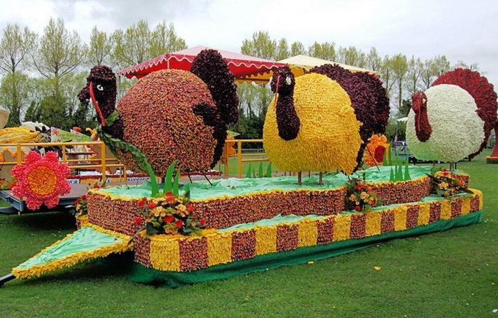 Скульптуры из цветов на фестивале Spalding Flower Parade