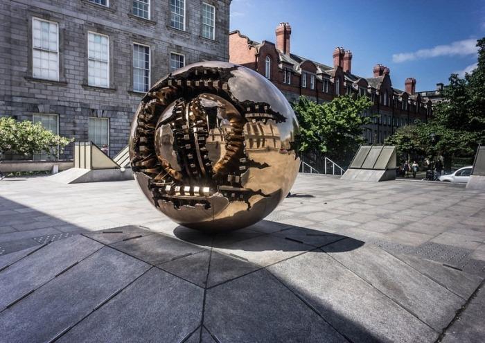 Sfera con Sfera: проект Арнальдо Помодоро в колледже Тринити (Дублин)