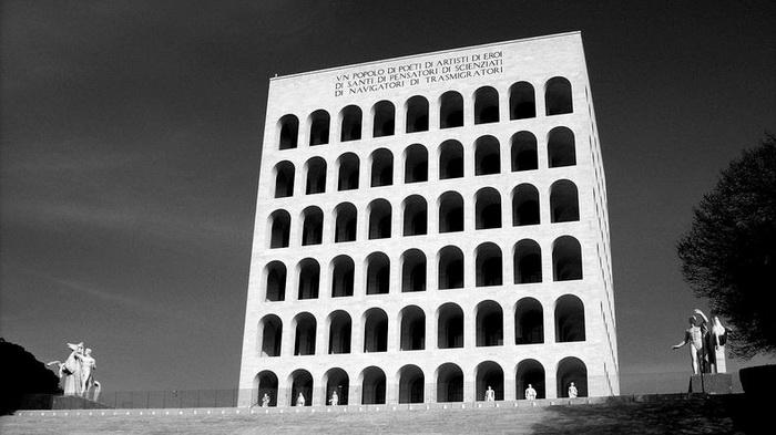 Квадратный Колизей был построен по приказу Бенито Муссолини