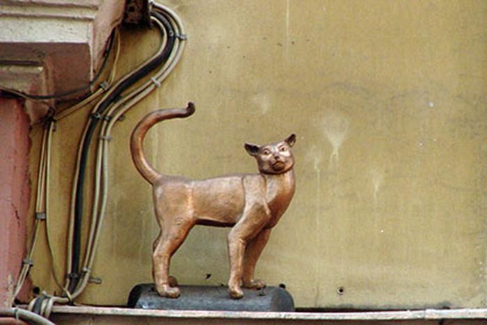 Кошка Василиса - памятник на Малой Садовой в Санкт-Петербурге
