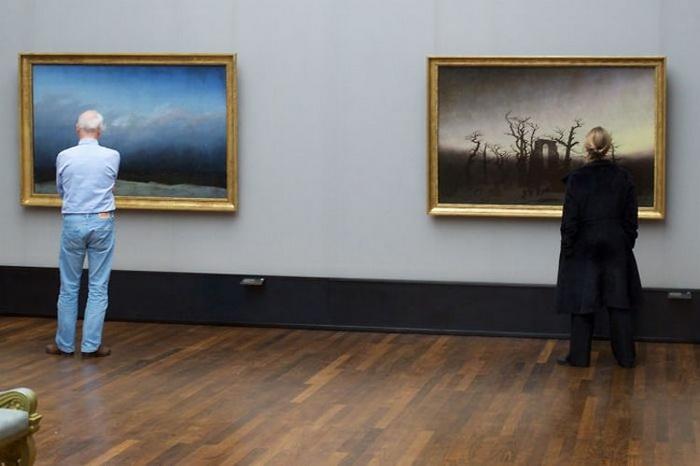 Фотоцикл о посетителях картинных галерей.
