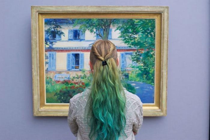 Среди посетителей музеев так часто можно увидеть ярких личностей.
