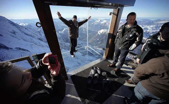 Смотровая площадка «Step Into the Void» - самая высокая в Европе