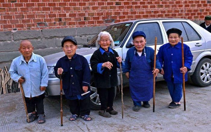 Китайская деревня карликов Янсы.
