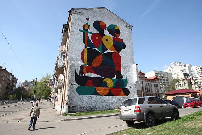 Автор граффити - француз Гийом Алби. Рисунок вдохновлен памятником основателям Киева и монументом Родина-мать