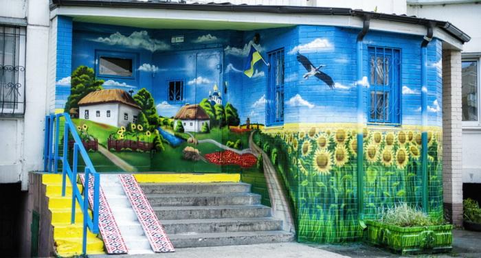 Патриотический подъезд на Троещине (Киев)