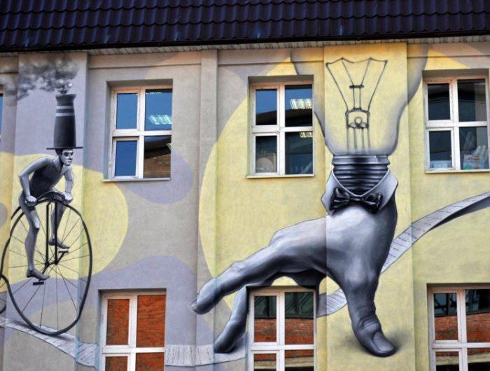 Оригинальное граффити на стене дизайн-завода Флакон