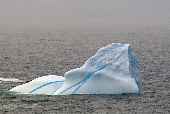 *Полосатый* айсберг