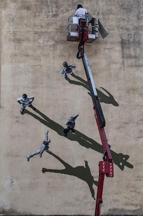 Уличный художник Strоk за работой
