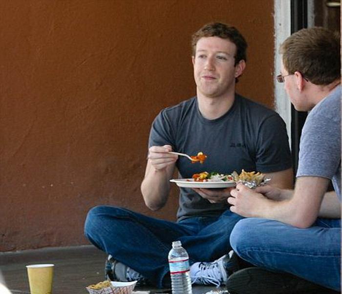Марк Цукерберг любит вегетарианские блюда.