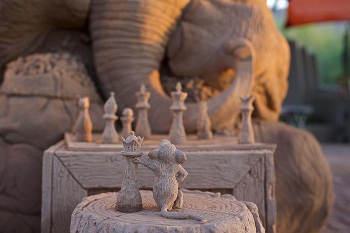 Мышонок против слона