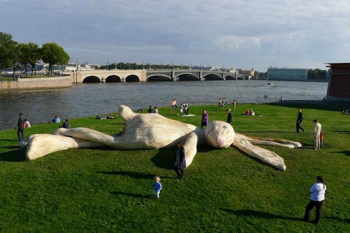 Белый заяц в Санкт-Петербурге: новая работа скульптора-гигантомана Флорентина Хофмана