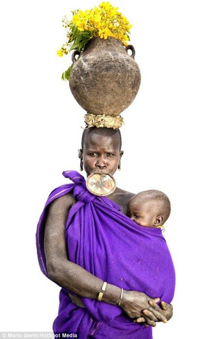Сури - первобытное племя в Эфиопии.