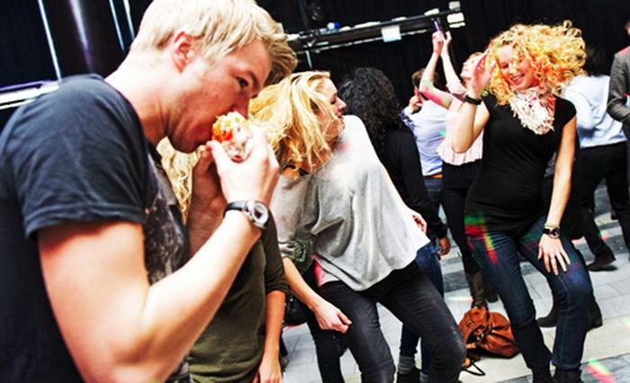 В обеденный перерыв танцуют все: Lunch Beat – новое социальное движение в Швеции