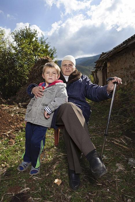 Бабушка с внуком.