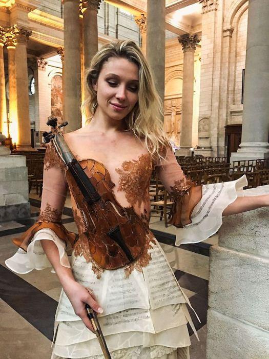 Платье-скрипка.