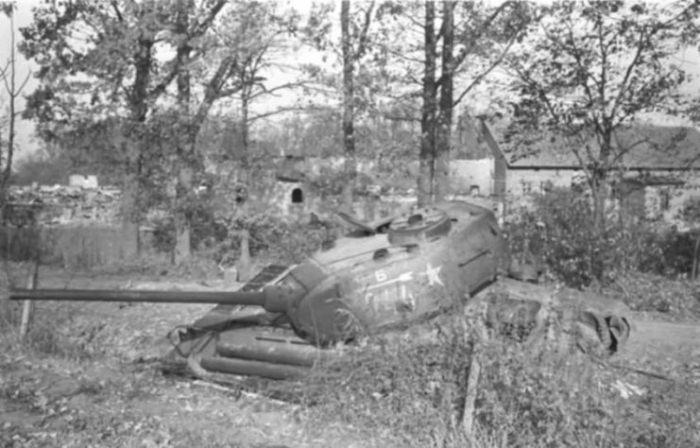 Танк Т-34, в котором отчаянно сражались двое советских солдат.