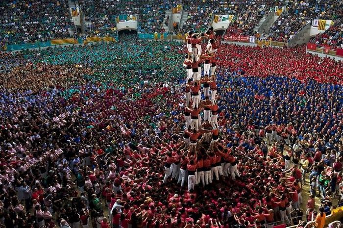 Башни из человеческих тел: состязание кастельеров в Испании