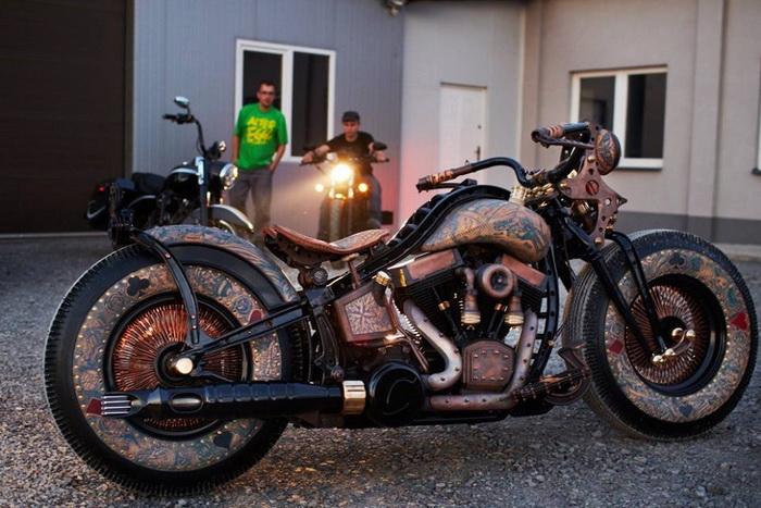 Recidivist: мотоцикл с татуировками