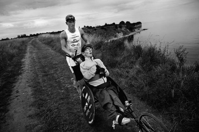 Спортивный дуэт Team Tvilling - победители соревнований по триатлону Ironman