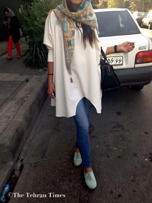 Многие женщины в Иране отказываются от траурных тонов в одежде