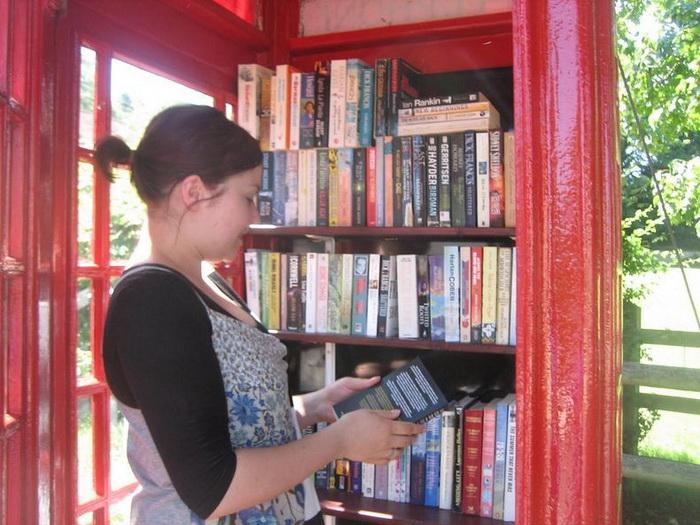 Почитать книги из импровизированной библиотеки может любой желающий