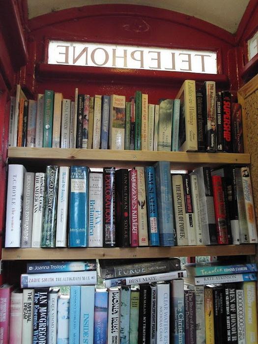 *Библиотека* в телефонной будке