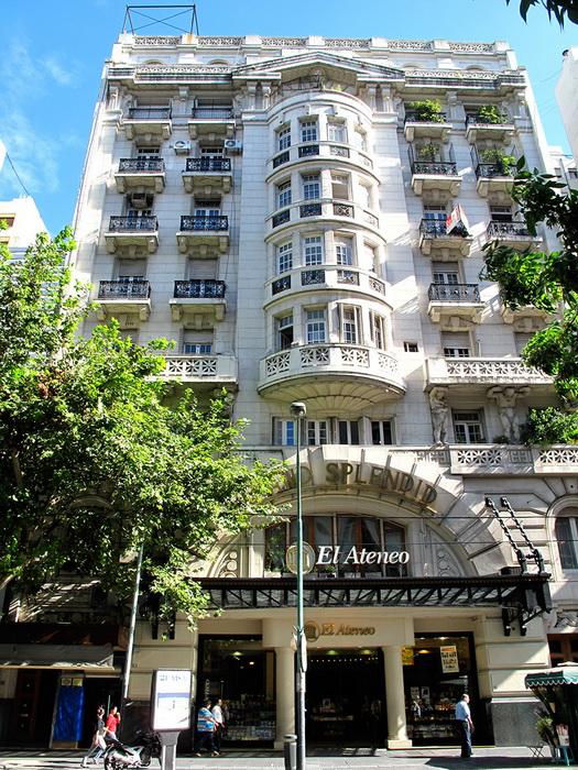 Здание книжного магазина El Ateneo