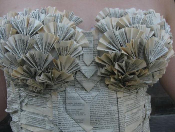 Актриса Джоди Филлипс сделала бумажное платье для литературного фестиваля
