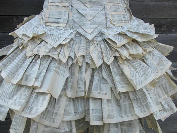 Актриса Джоди Филлипс в платье из старого словаря