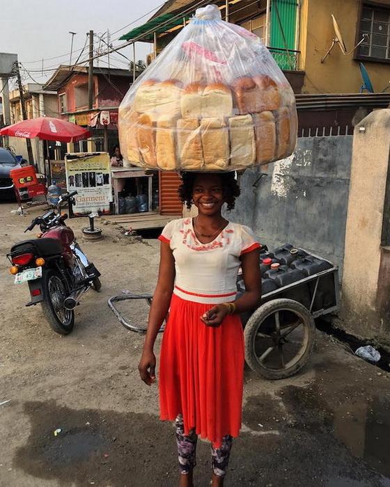 Olajumoke Orisaguna -  торговка хлебом из Нигерии