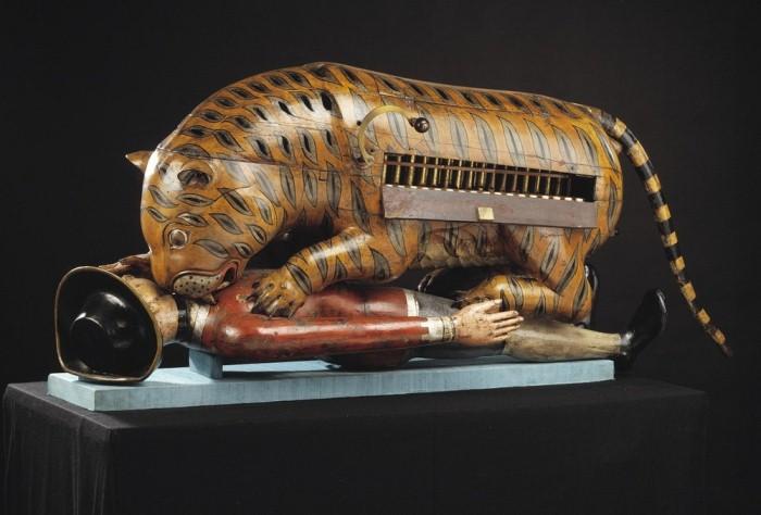 Тигр Типу - деревянная механическая игрушка в натуральную величину.