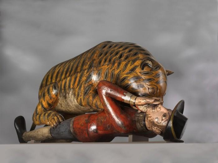Тигр Типу расправляется с британским солдатом.